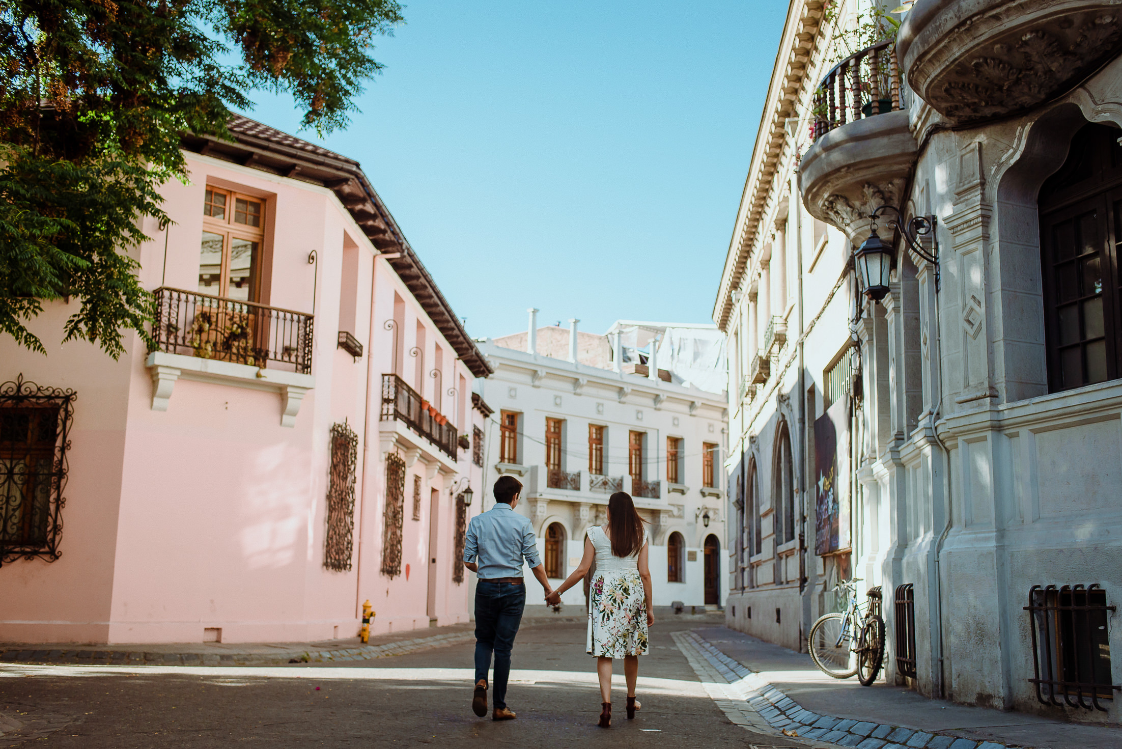 barrio-paris-londres-concha-y-toro-centro-santiago-calle-nueva-york-casco-antiguo-chile-sesion-preboda-deborah-dantzoff-fotografia-de-matrimonios