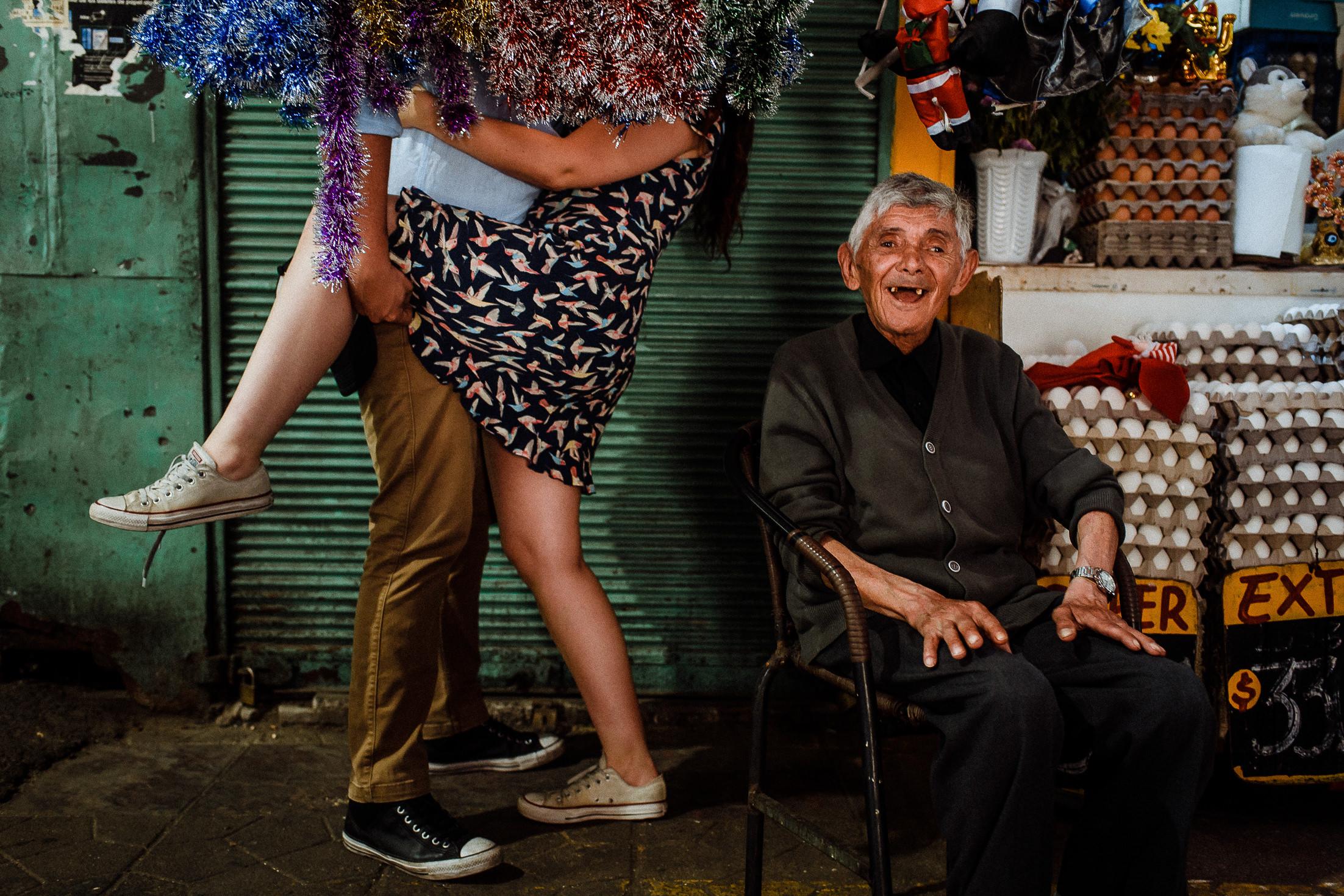 preboda-mercado-vega-central-santiago-sesion-novios-deborah-dantzoff-fotografia